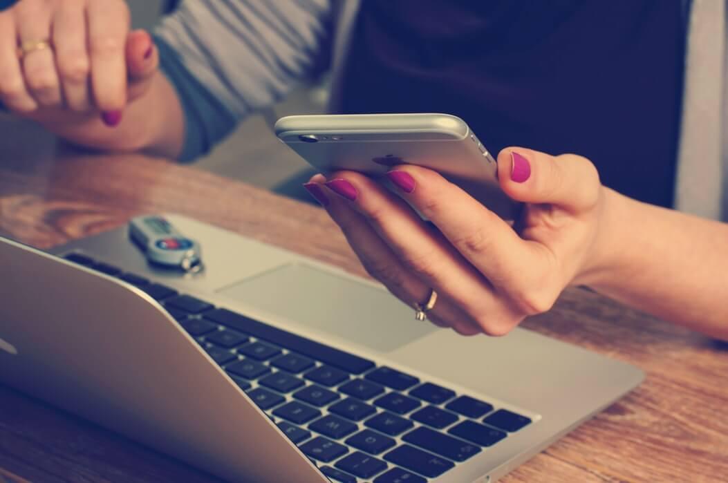 Mesajele publicitare prin sms - Totul despre această strategie de marketing & exemple creative!